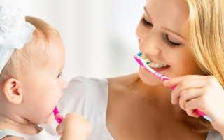 Со скольки лет чистят зубы детям